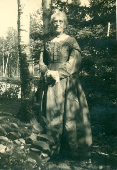 Eva in Gustafva's dress
