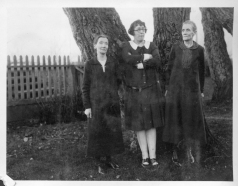Ida and Emma around 1927. I don't know who's in the middle.